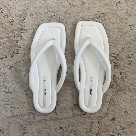 Zara white flip flop sandals square toe